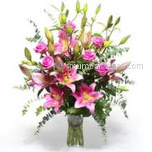 A most romantic Cool 10 Pink Roses and 5 Pink Lilies in a Simple Glass Vase