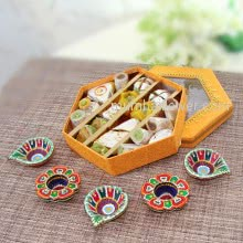 Diwali Special Gift of Mixed Mithai and 5pc Decorative Diyas. Contains 400gms of Mixed Kaju Mithai and 5pc Decorative Diyas