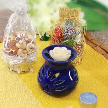 Ceramic Tealight Combo with 1 rose tealight and 1 scented tealight also comes with potli of dryfruits and potli of chocolates. This Combo Contains 100gms of Mixed Dryfruits, 8pc Small Chocolates and 1pc Ceramic Tealight