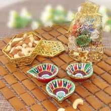 Diwali Combo of Small Box of Mixed Dry Fruits and Potli of Mixed Chocolates and 3pc Free Diya. This Combo Contains 100gms of Mixed Dryfruits, 8pc Small Chocolates and 3pc Decorative Diyas