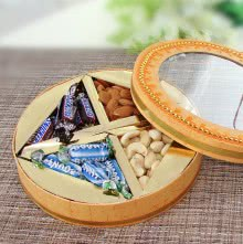 Decorative Box of Mixed Dryfruits Almonds, Cashew, mini Snickers and mini Bounty Best Gifts for your loved ones. This Item Contains 100gms of Mixed Dryfruits and 12pc Mini Chocolates