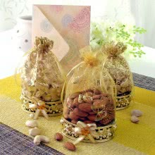 Golden Potli of Dryfruits, Almond, Cashew and Pistachio. Contains 100gms Almonds, 100gms cashew, 100gms pistachio dryfruits with 1pc Greeting Card