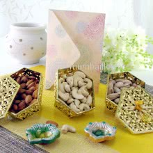 Decorative Golden Box of Almonds, Cashew and Pistachio with Diwali Greenting Card. This combo contains 150 gms of Dryfruits and 1 Greeting Card