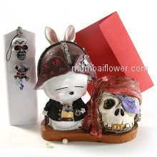 Cute Pirate with Treasure Skull Showpiece with 1 pirate Keychain and personalised message card  <br><br> Size: 18cm x 16cm x 08cm approximately.