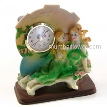 Small Showpiece Mother holding Baby with 1 clock, best for mother gift <br><br> Size: 13cm x 11cm x 6cm approximately.